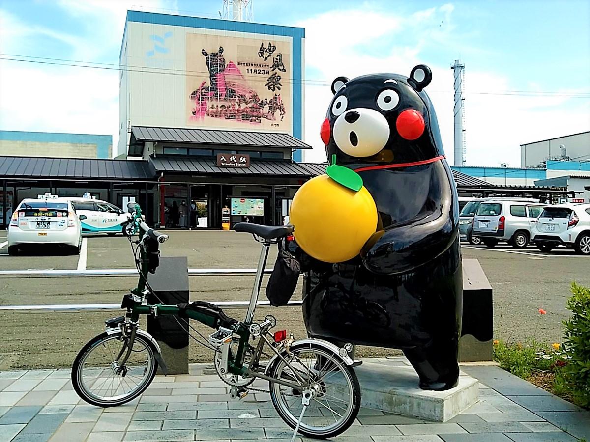JR八代駅前に立っているくまモン